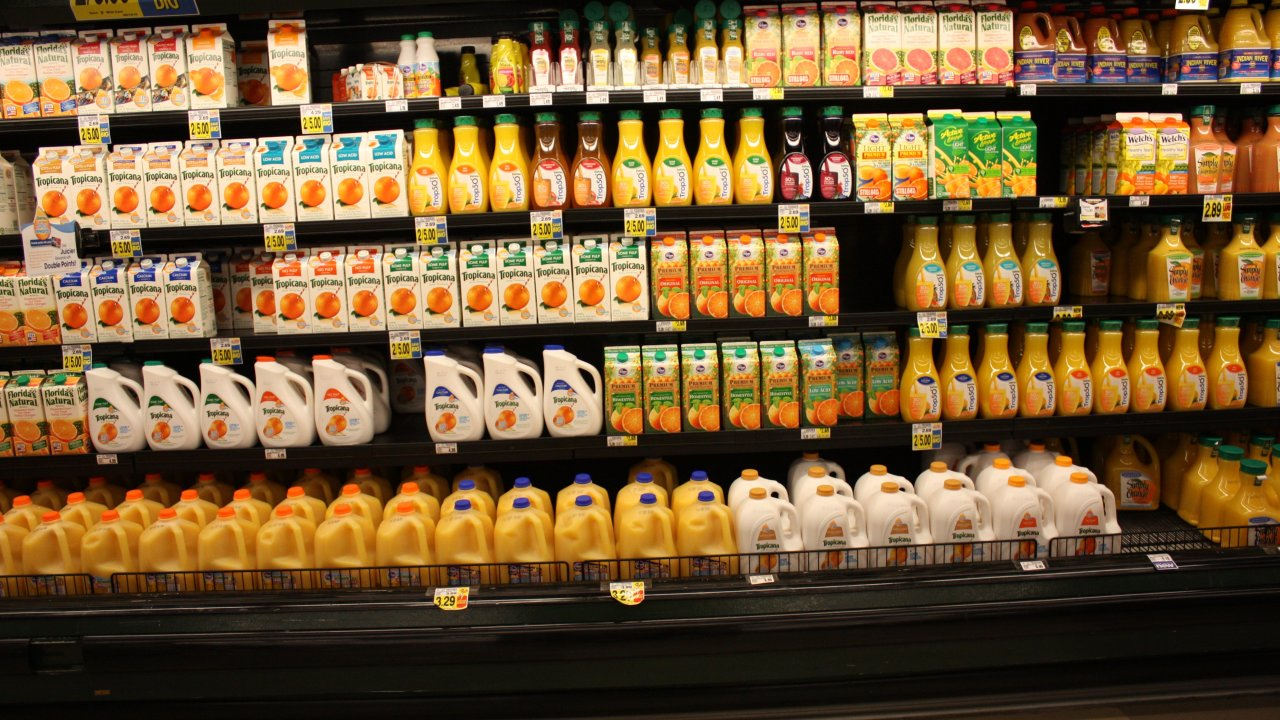 Drinking a lot of fruit juice associated to risk of premature death, say researchers